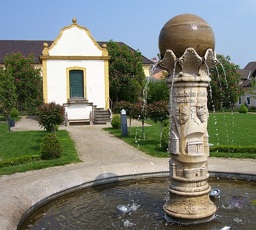 brunnen im barock garten feinsheim bilder. Black Bedroom Furniture Sets. Home Design Ideas